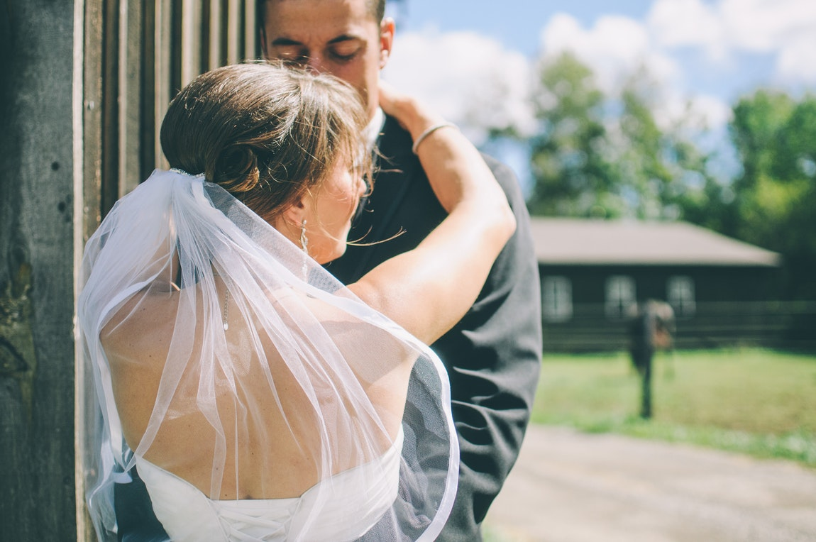 Reasons To Hire A Professional Photographer For Your Wedding