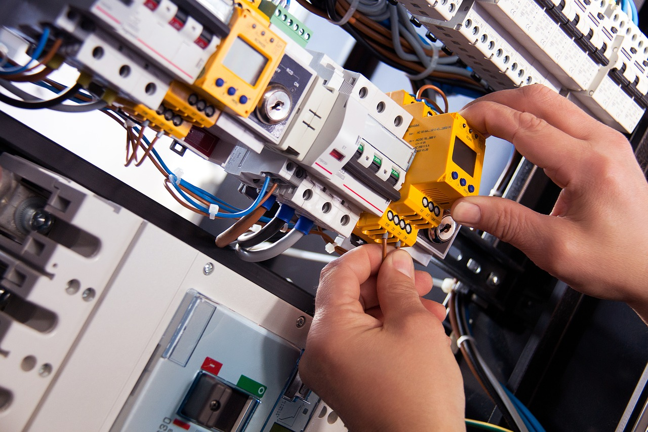 Contacting Electricians – Various Factors You Should First Consider